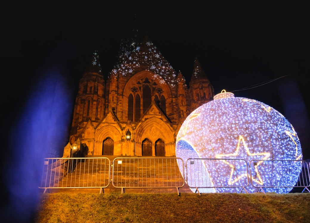 Paisley at Christmas, Coats Memorial Church